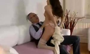 Older British guy gets sucked by slut here stockings