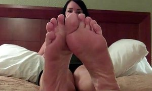Pleasantry you with my sexy size 8 feet JOI
