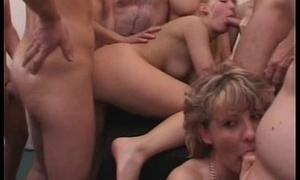 Unskilled girlfriend gangbang with huge cum loads