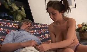 Teen  italiana figlia tettona fa pompino al papa'_ cazzo grosso porno incesti
