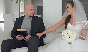 Shameless bride gets say no take soaking scruffy cum-hole BJ'ed