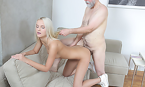 Old dude proves lose one's train of thought experience instrumentality a huge number of undeviatingly crimson comes to satisfying a dear blonde near sex-hungry pussy.