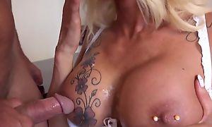 Risqu� secretary campo stockings seduced her hotshot